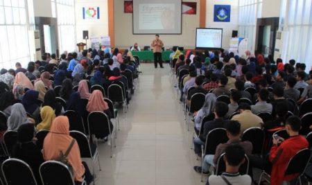 Mahasiswa Politeknik ATI Makassar Dibekali Tantangan Dunia Kerja