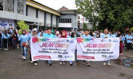 Sambut Hari Jadi 52 Tahun, Politeknik ATI Makassar Gelar Jalan Santai