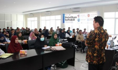 Politeknik ATI Makassar Beri Pelatihan Softskill Untuk Mahasiswa Semester Akhir